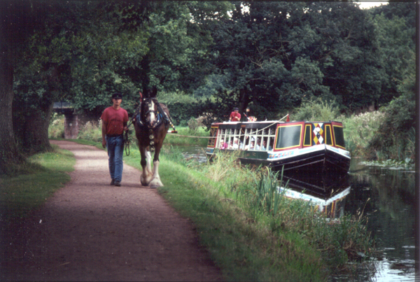 The Grand Western Canal passes through the Parish of Halberton
